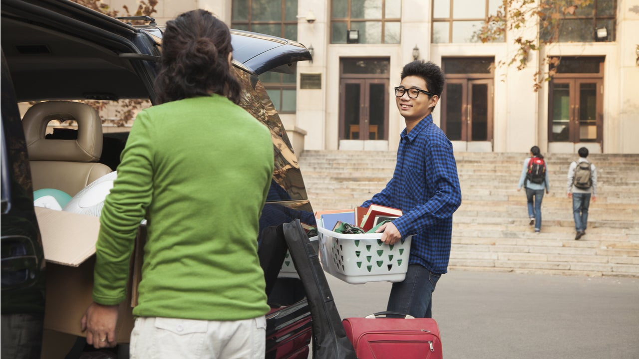 Parents help college student move into dorms