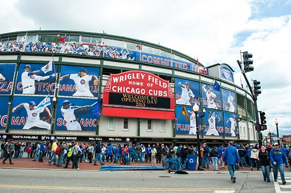 Wrigley Field (Chicago Cubs) © maxhphoto/Shutterstock.com