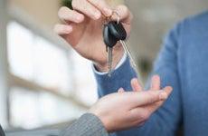 Handing over car keys © wavebreakmedia - Shutterstock.com