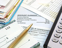 Consumers are paying off debt © NAN728/Shutterstock.com