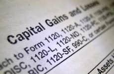 Capital gains and losses © Robert Kyllo/Shutterstock.com