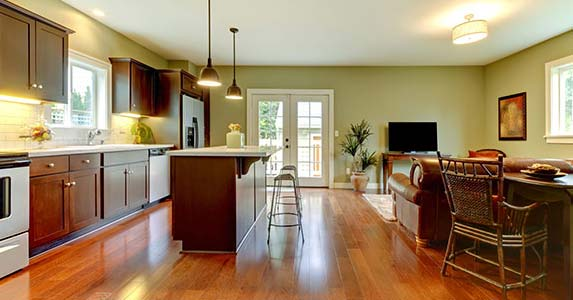 Big kitchen, open floor plan | BLOOMimage/Getty Images