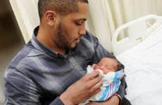 Father bottlefeeding newborn in hospital © rSnapshotPhotos/Shutterstock.com