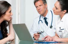 Doctor and nurse consult with female patient © Rido/Shutterstock.com