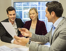 10.For all of your insurance needs, pick an insurance agent with great expertise. © LDprod/Shutterstock.com
