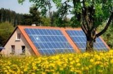 House with solar panels near a meadow © ER-09/Shutterstock.com