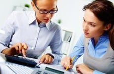 Two women doing taxes © pressmaster / Fotolia