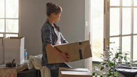 Can divorcing woman duck tax on vacation-home sale?