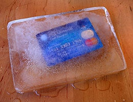 Be wary of credit cards © Sonia Sorbi/Shutterstock.com
