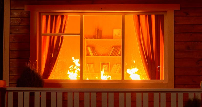 Fire inside living room   Gorb Andrii/Shutterstock.com