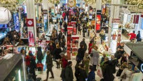 Holiday spending unfazed by cheaper gas