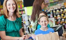 Family smiling at grocery checkout © iStock