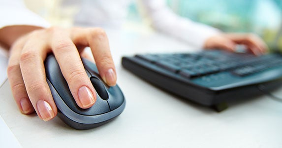 Monitor your account with a mouse click © Pressmaster/Shutterstock.com