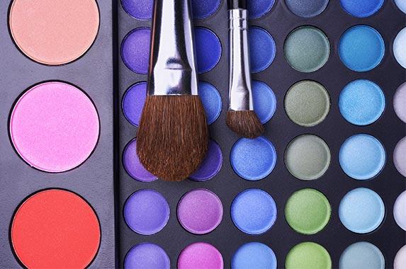 Makeup | Chursina Viktoriia/Shutterstock.com