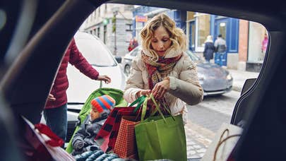 Your holiday spending plan: Shoppers should avoid these 5 big mistakes