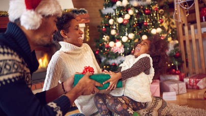 6 ways to save during the holidays using credit cards