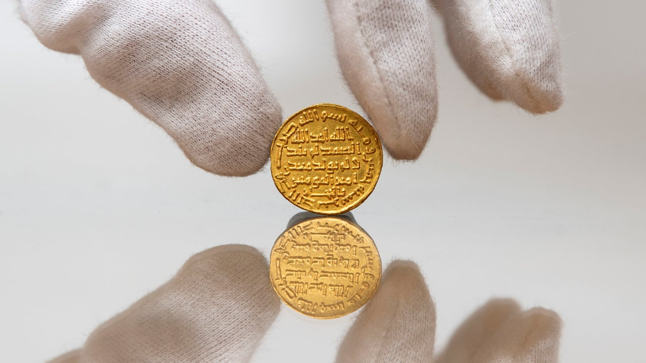 A picture of the 723 Umayyad gold dinar