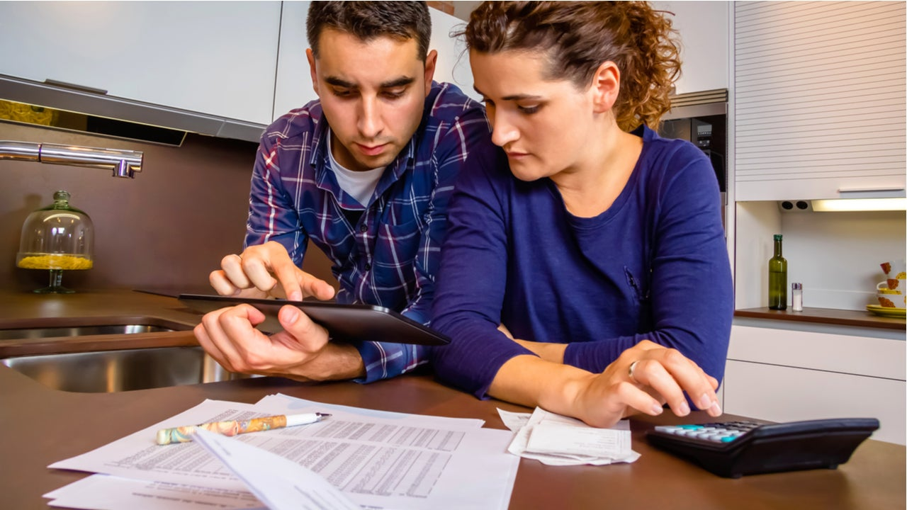 Couple works together on finances.