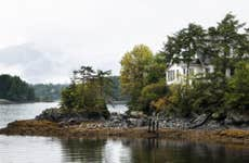 An idyllic home along the Alaskan coastline.