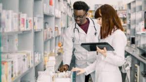6 top scholarships for pharmacy school students