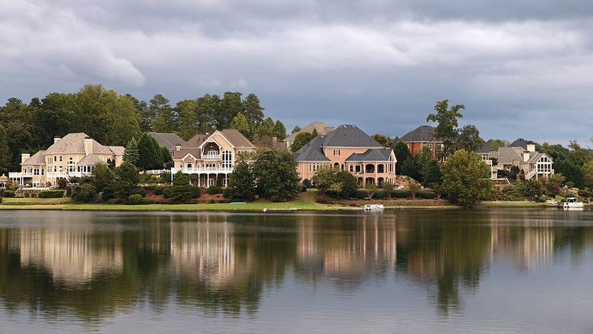 lakefront houses