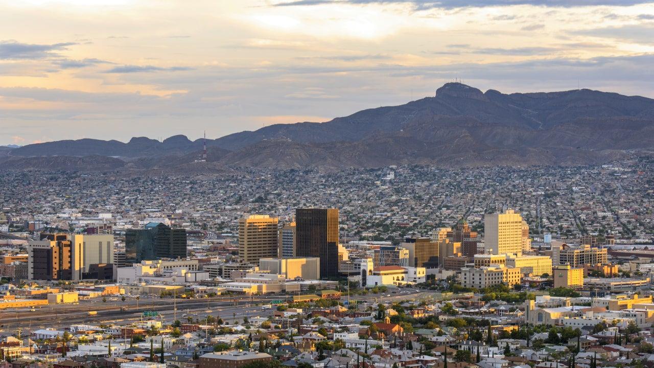Shot El Paso, Texas skyline.