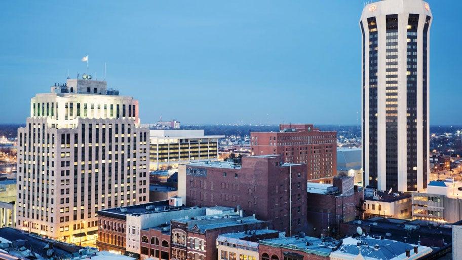 USA, Illinois, Springfield, Skyline at evening