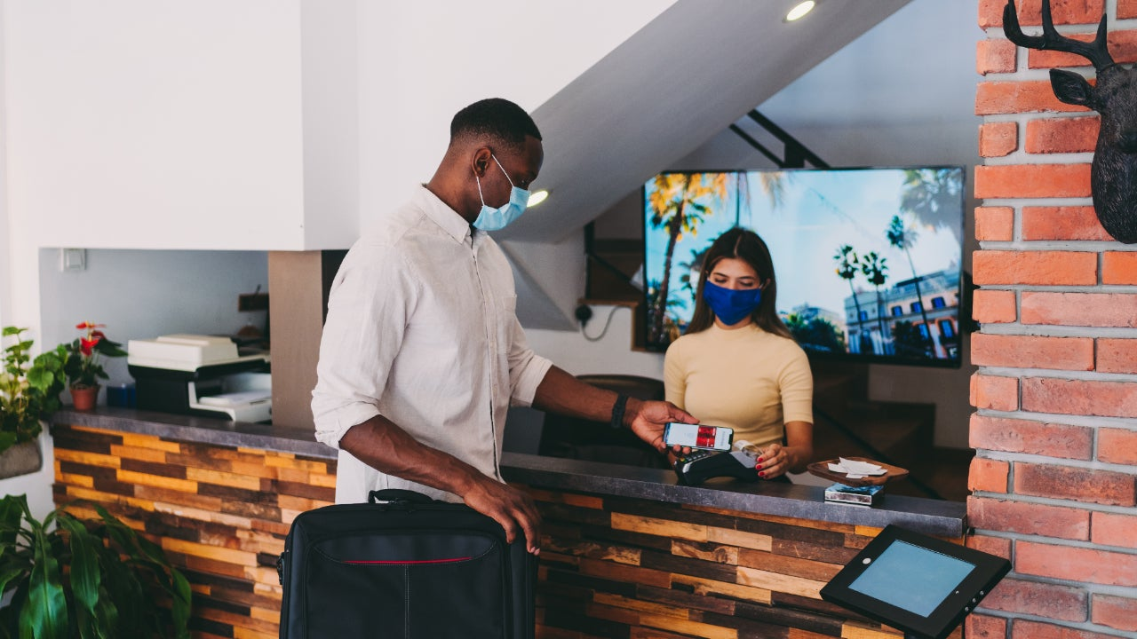 Person paying for hotel with credit card