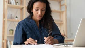 What is the minimum credit score needed for student loan refinancing?