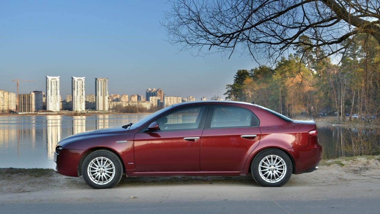 Alfa Romeo 159 at the Lake