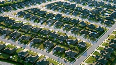 Key 30-year mortgage rate stays low, refinancing window still open