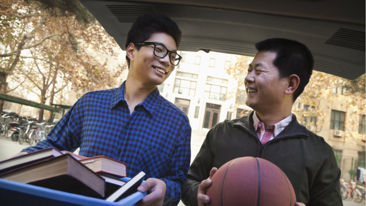 Father helps son move into college