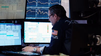 Survey: Stocks forecast to rise 9% over coming year, say top experts